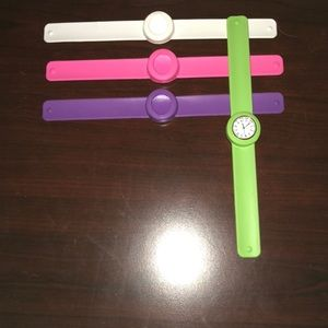 Set of interchangeable watches